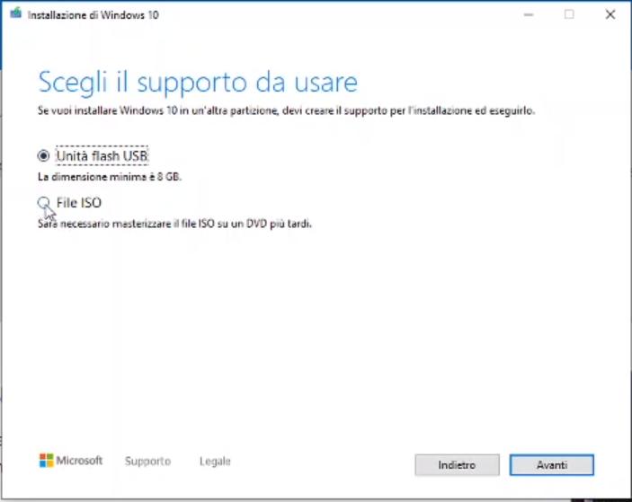 """Selezionare """"File ISO"""" per installare o ripristinare Windows 10"""